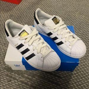 Adidas superstar women's sz 5 1/2